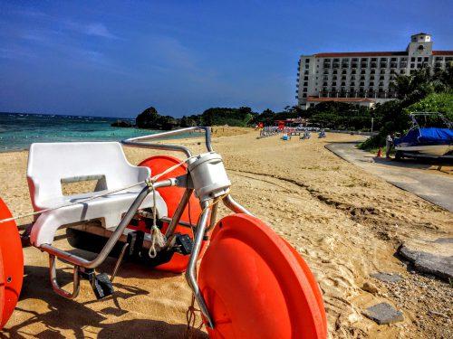 人気のホテル、日航アリビラに隣接しているビーチは、実は村営なので一般の方でも自由に利用ができます。