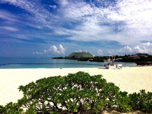 ANAインターコンチネンタル万座リゾートと同じような立地と景観が楽しめるのに観光客が少なく、とても穴場なビーチです。