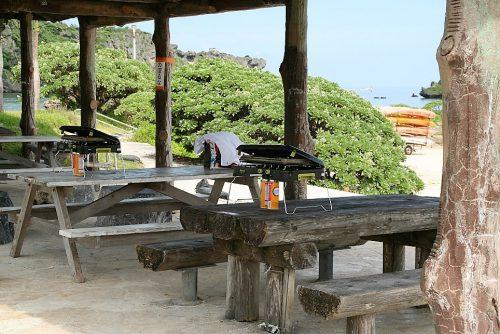 ビーチの目の前でBBQが楽しめるのも魅力。地元の人になった気分で海やビーチサイドで遊べる数少ない公園です。