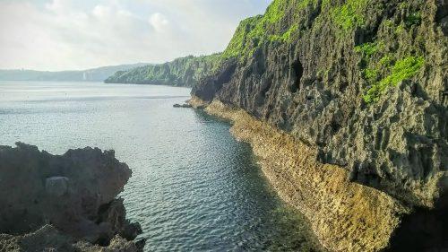 真栄田岬から見た青の洞窟方面の海は穏やかでした。