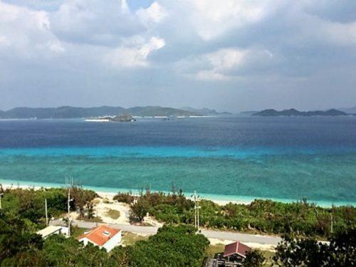 慶良間諸島阿嘉島から見た美しい海 阿嘉島と言えば、ウミガメとシュノーケリングが有名。