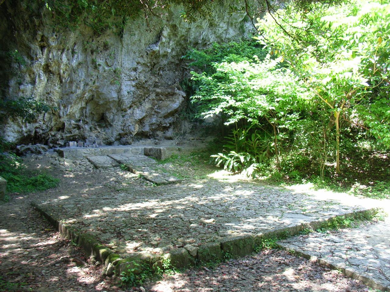 大庫理(ウフグーイ) 大広間の意味を持つ祈りの場