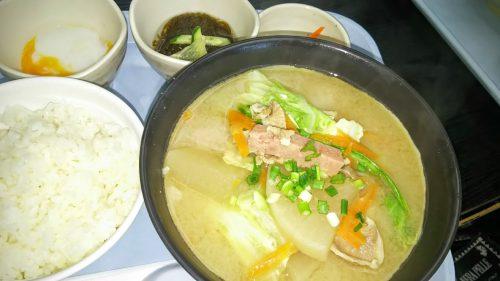 やっぱり人気の沖縄料理に決めました。空港内なのにお得な料金で食べれるのが嬉しい。