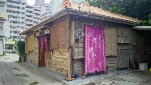 那覇にある古民家を使った隠れ家的な人気カフェに注目です。