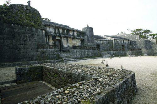 世界遺産「玉陵」は国宝に答申された第二尚氏王統の陵墓で3つの部屋を持つ