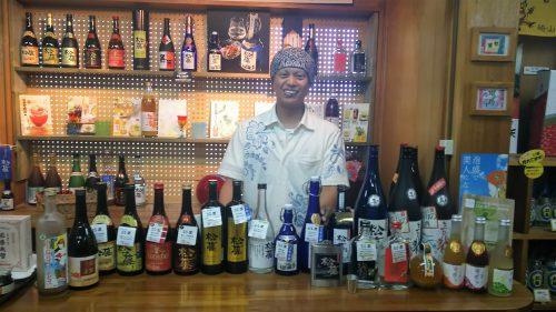 崎山さんの試飲コーナーは「松藤」のすべての商品が並んでいます。
