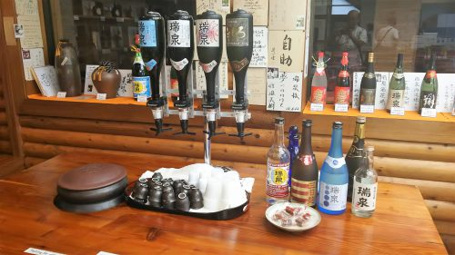 瑞泉酒造の試飲コーナー
