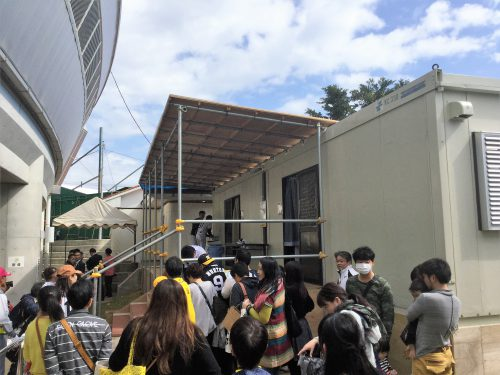 食堂もおすすめサインポイント、阪神選手も応じてくれる。