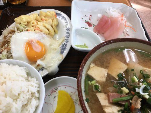 那覇のあやぐ食堂の味噌汁定食はこれで600円