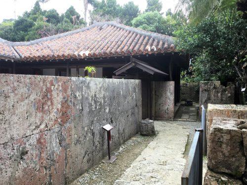 中村家住宅は沖縄の民家をそのまま残した注目すべき住宅です。