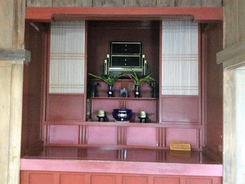 先祖の信仰心が強い沖縄では仏間が中央にあります。
