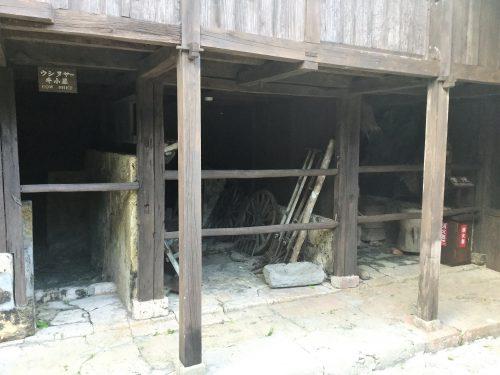 家畜小屋です。食と繋がるものなので大事です。