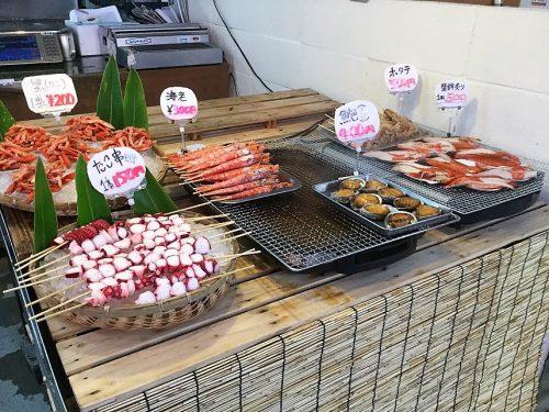 那覇魚市場でタコ串