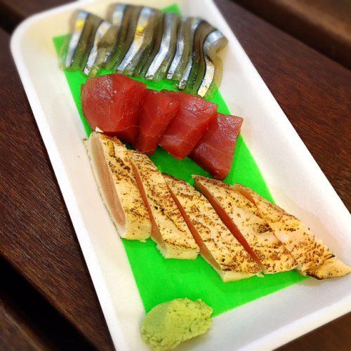那覇市牧志公設市場近く人気の魚友、おすすめ居酒屋です。