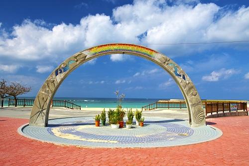 トロピカルビーチのシンボルアーチ