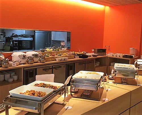 WBFの人気の朝食バイキングは沖縄料理もあり、大変好評です。