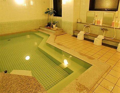ランキング3位のルートインは旭橋駅前にあって男女別の浴場はありがたい。
