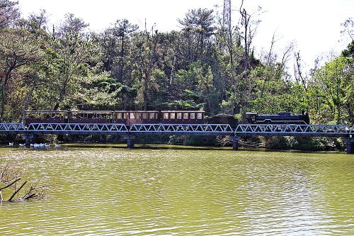 戦争で壊滅して沖縄には鉄道がなくなった、それが復活軽便鉄道