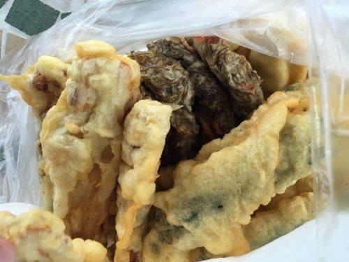 一個60円、おやつ感覚で食べるのが沖縄のてんぷら