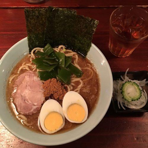 つけ麺・SAKURAは那覇桜坂にあって、レゲエが流れるBARのようなお店