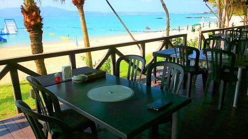 かねひで喜瀬ビーチホテルのテラスバーは、まさにビーチサイドテラス。すぐ目の前に海が広がり、ビーチサイドでBBQをしてる気分になれます。
