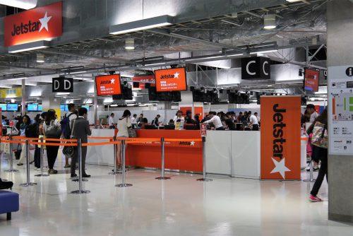 成田空港第3ターミナル、ジェットスターカウンター 発着便数も多く一番賑わっています。