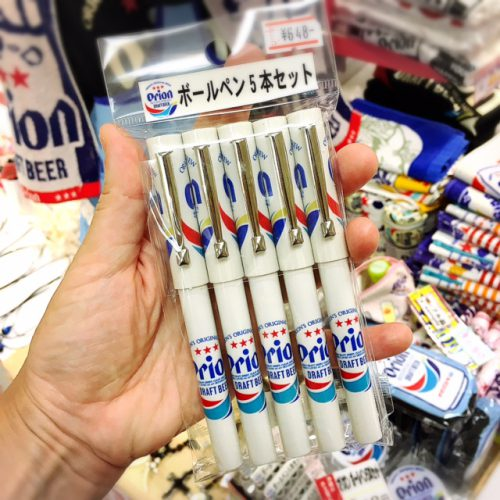 これも沖縄土産雑貨で人気のオリオンビールのボールペン。会社のお土産にピッタリですね。オリオンビール関連も人気のお土産アイテム。