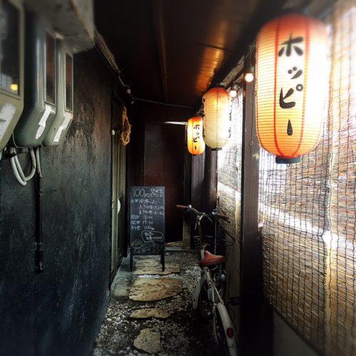 那覇の松山に、こんなお店があったんだと思うほど静かな環境に構えるお店。