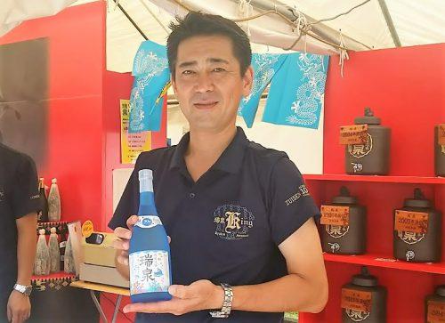 2016年沖縄の産業まつり泡盛コーナー、瑞泉酒造佐久本学社長