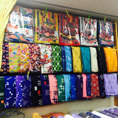 絣や紅型の反物、那覇原国商店