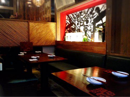 沖縄が好きになる居酒屋「沖縄食堂じまんや」テーブル席