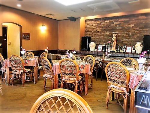 老舗のレストランは、Aサインの店らしい内装