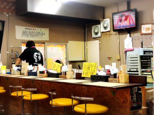 サンライズ那覇にあるたこ焼き蛸屋本店のカウンター