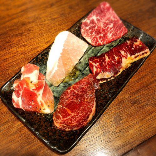 沖縄初ひとり焼肉牛助のお任せメニュー