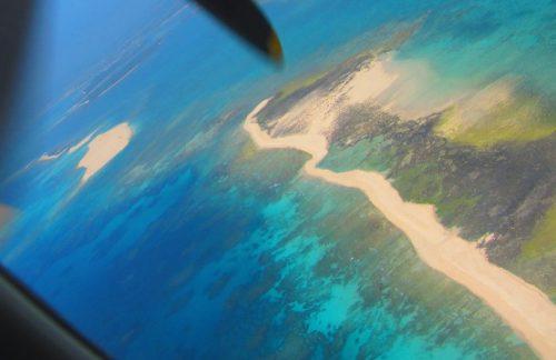 久米島のハテの浜を空撮