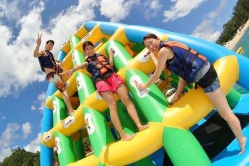 沖縄の海上アスレチック カヌチャリゾートのオーシャンパーク