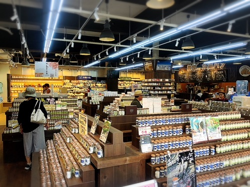 世界最大級?!塩の専門店「塩屋国際通り店」