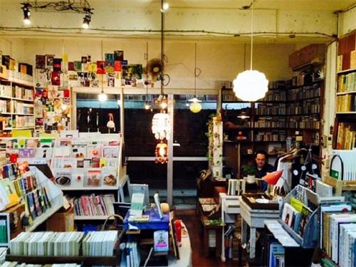 沖縄旅の途中に立ち寄って欲しい古本屋5選ちはや書房