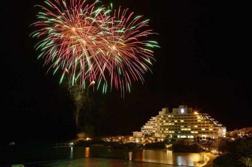 恩納村の代表的なホテルの花火