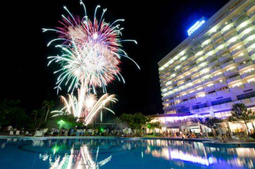 残波岬に近いホテルの花火