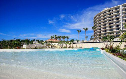 沖縄本島モントレには、インフィニティプール以外に波のあるプールがあります。