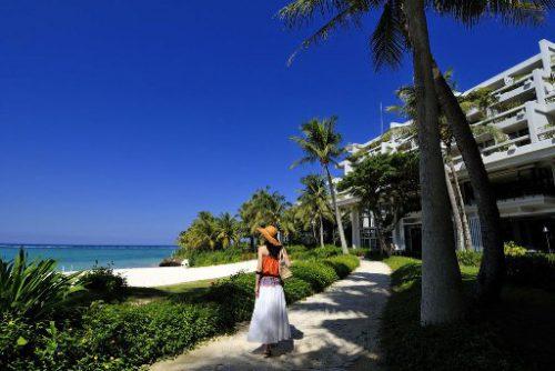 沖縄本島のインフィニティプールが自慢のムーンビーチ