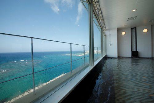 沖縄本島ベッセルはインフィニティプールだけでなくお風呂からの景色も最高