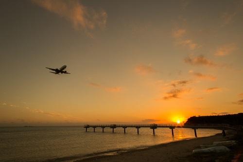沖縄本島で感動的な夕日が観れるスポット7選の瀬長島