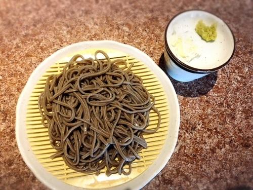 那覇栄町市場「たまき屋」で日本蕎麦に小鉢と泡盛で1000円