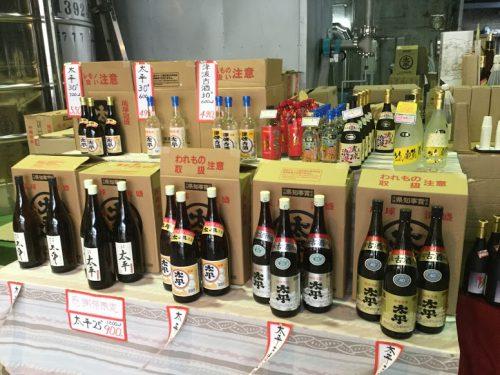 那覇市与儀・津波古酒造場の「太平感謝祭」で月に二日の泡盛特価セール