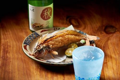 うるま市・神村酒造の秋限定泡盛「秋泡盛」とグルクンの唐揚