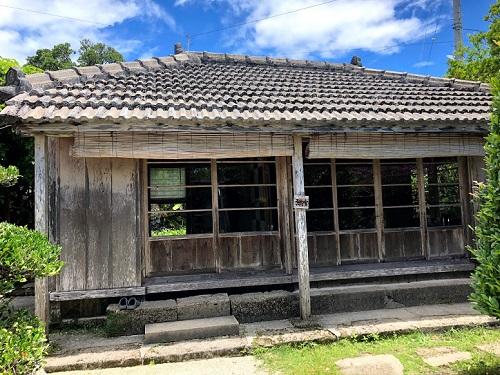 八重瀬町の沖縄そば屋宜屋は古民家