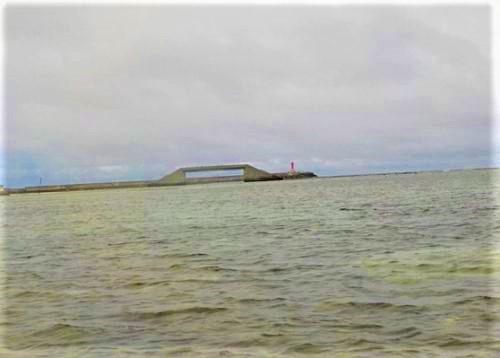 久米島の海には「取っ手」がある?シールガチ橋