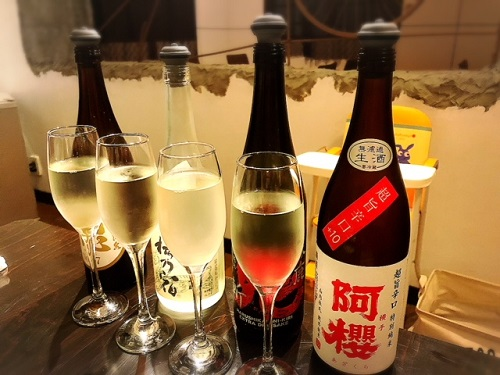 浦添市の「蕎麦と肴処 和ノ実」で、蕎麦前で日本酒を楽しむ